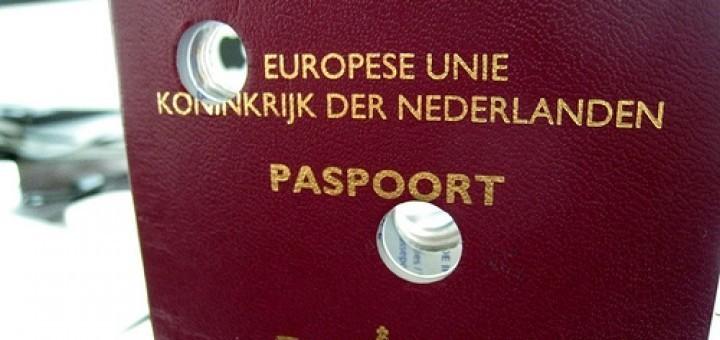 2688490965_02ea18bb38_paspoort