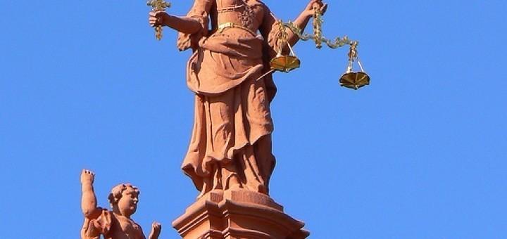 2984366906_5808c34590_justitia