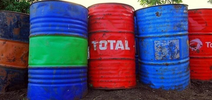 2594976796_f7e044f128_total-oil