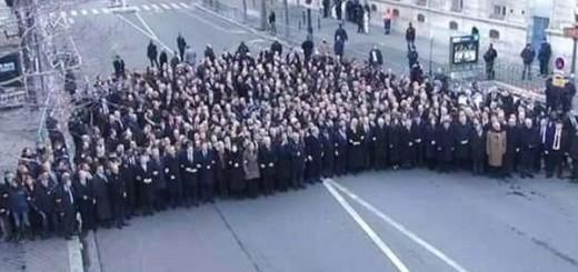 2015-01-13-17-39-35.wereldleider-parijs-demo-aparte-straat