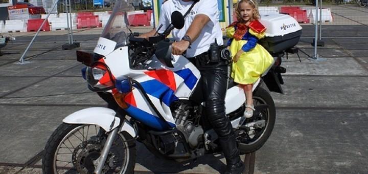 4959624596_df1bcbe18a_politieagent