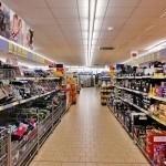 Corona, als je dit ziet.... Simulatie toont wat één hoestje aanricht in de supermarkt
