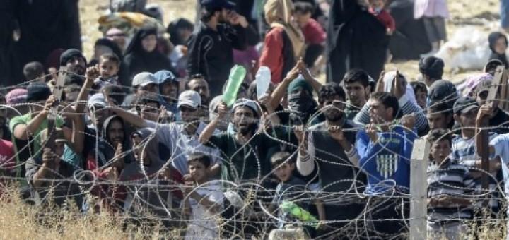 syrische-vluchtelingen-hek-tal-abyad-afp