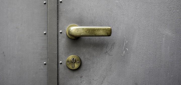 12898278033_fe1f0e2f7c_doorlock