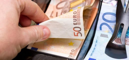 hand-taking-euros-in-cash-register-640x379