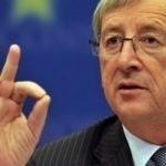 Dronken Juncker zet bijna Rwandese presidentsvrouw in vlammen met brandende toorts