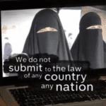 Zwembaden Grenoble dicht na doordrammen van boerkini door moslimvrouwen