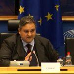 Gedoe in het Europees Parlement: commissielid krijgt de wind van voren, omdat hij 'illegale migrant' zegt