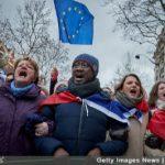 'Rode Sjaaltjes door Franse gevestigde orde ingezet om Gele Hesjes te breken'