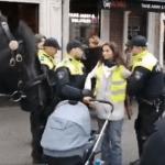 """Politie zijn helden, totdat ze een Turkse vlag of groep """"jeugd"""" zien, dan druipen ze angstig af"""