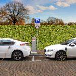 En weer maak de rijken nog rijker maatregel: parkeren elektrische auto's vanaf 2021 nog goedkoper