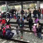 Groot migrantenprotest legt treinverkeer van Athene plat, eisen vervoer naar Griekse grens