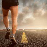 1 taak: 'wegwijzer' stuurt 1800 marathonlopers compleet verkeerde kant op, 1 deelnemer loopt juiste route