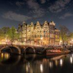 Amsterdam dramt op zes plekken door waar illegalen worden opgevangen
