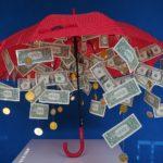 De middenklasse, kleine bedrijven en de middenstand worden gesloopt door de centrale banken