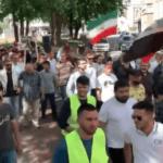 """Nederland veranderd: """"Weg met Israël! Weg met Amerika!"""" klinkt het in de Haagse straten"""