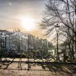 'Groen' Amsterdams stadsbestuur sloopt het milieu, gebruikt auto extreem vaak, ook korte ritten