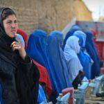 Politie handhaafde boerkaverbod alwéér niet, rellende niqabi kan straffeloos treinrit op stelten zetten