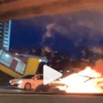 Holy shit: Tesla op autopilot botst tegen sleepwagen, explodeert in vlammenzee