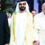 Paus Franciscus die in 2014 een islamitisch gebed en koranrecital hield in het Vaticaan heeft varkensvlees verboden
