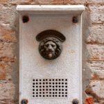 Je ziet steeds meer slimme deurbellen maar hoe zit het met privacy?