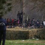 Bestorming Europese grens blijft doorgaan ondanks staakt-het-coronavirus