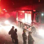 """""""Bye, bye Moria"""": 'Vluchtelingen' vieren de brand en proberen het blussen te voorkomen"""