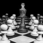 Tactiek van de overheid: Isoleer de mens en hij onderwerpt zich