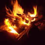 Nederlandse boekenverbranding 2020: Bibliotheken gooien Zwarte Piet-boeken op brandstapel