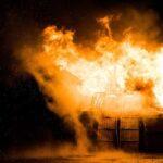 """Armeniërs steken hun huizen in brand: """"Turken gaan onze huizen niet krijgen"""""""