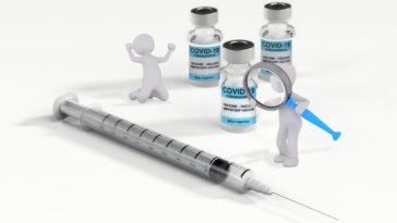 Vaccine Syringe Miniature Figures  - wir_sind_klein / Pixabay